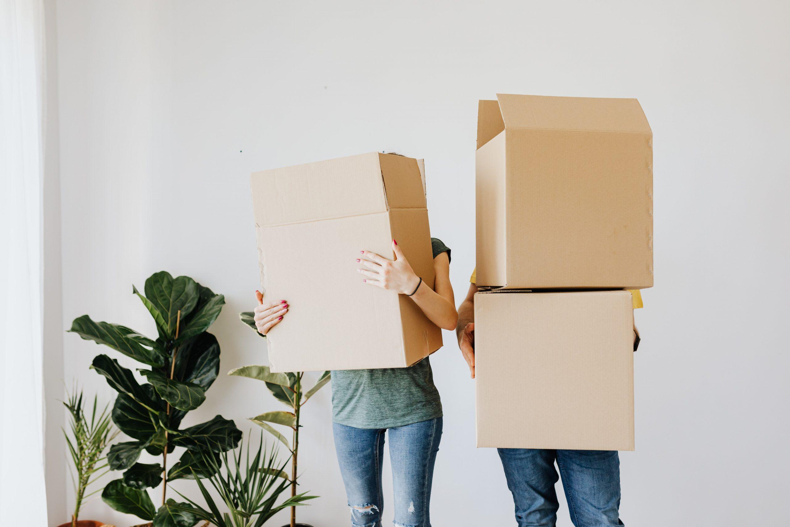 Hvordan sender man en pakke, og hvad koster det?